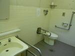 谷津バラ園前の公衆トイレ