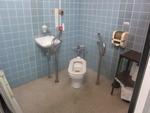 川越市民会館大ホール多機能トイレ(男性用トイレ内)