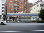 ローソン新宿曙橋店。