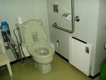 女満別駅舎内の多目的トイレ