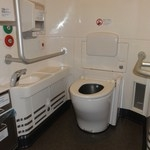 N700系「さくら」の多目的トイレ