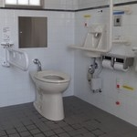JR亀川駅・東口広場 公衆トイレ