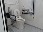 大分県厚生連・鶴見病院 1F男子トイレ(多機能便房)