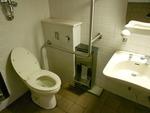 海浜幕張駅高架下の公衆トイレ(千葉市管理)